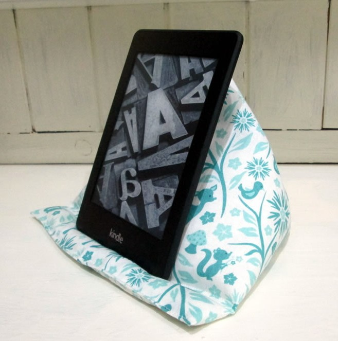How To Make A Kindle Pillow Tea And A Sewing Machine