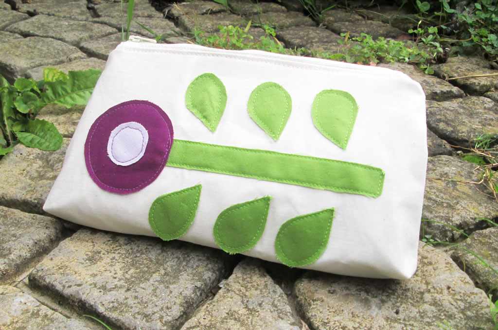 Appliqued Flower Purse quick and easy handmade gift ideas how to applique