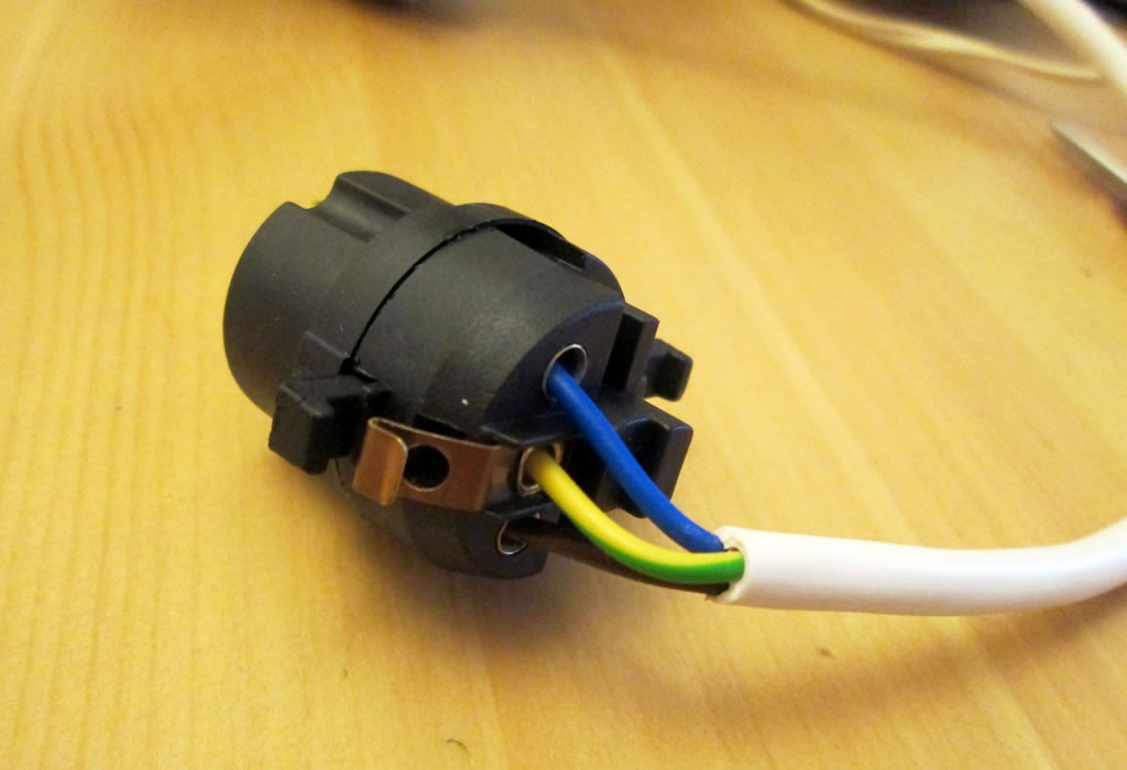 hoe to recover a lampshade rewire a plug
