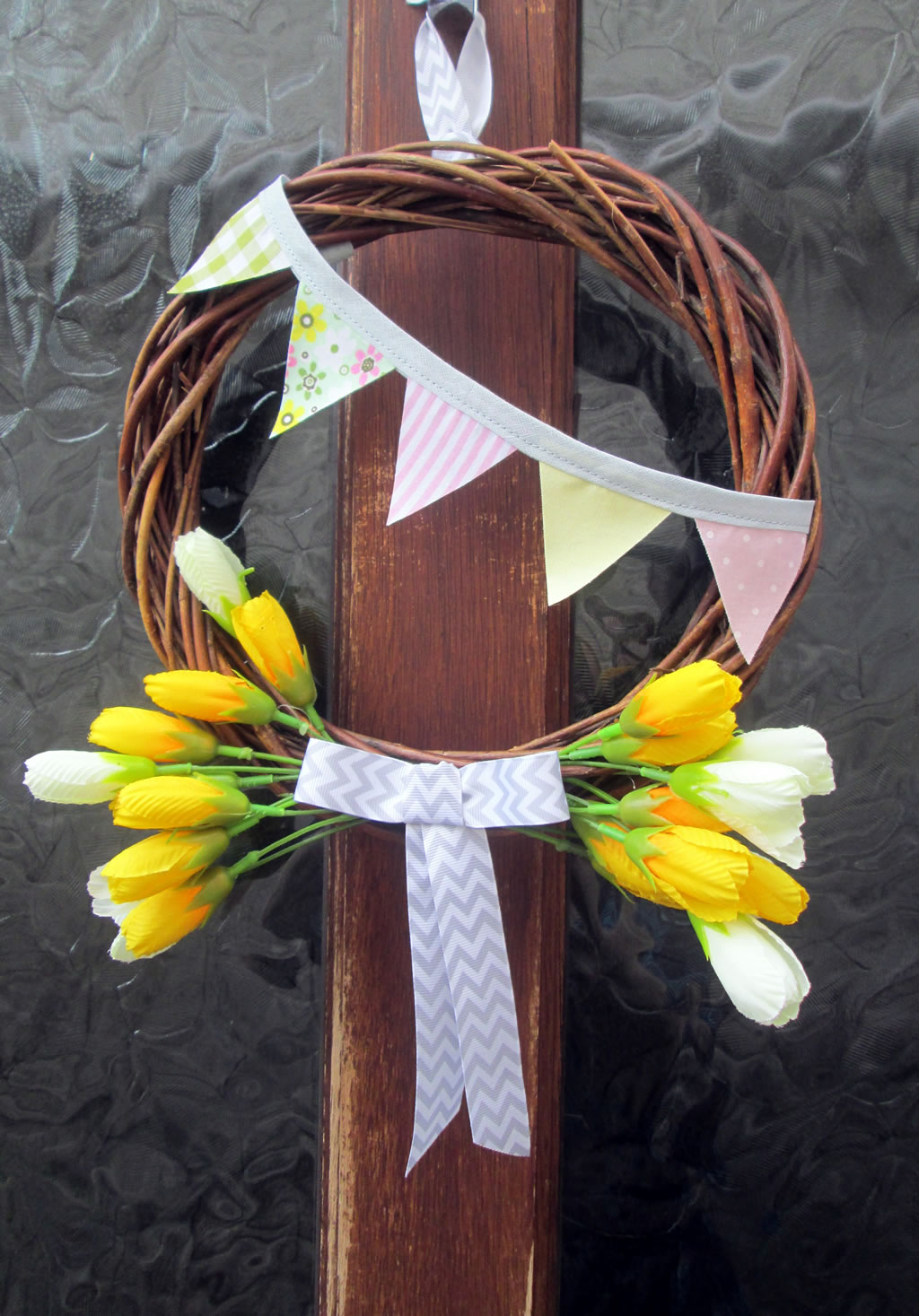 how to make a spring wreath with bunting