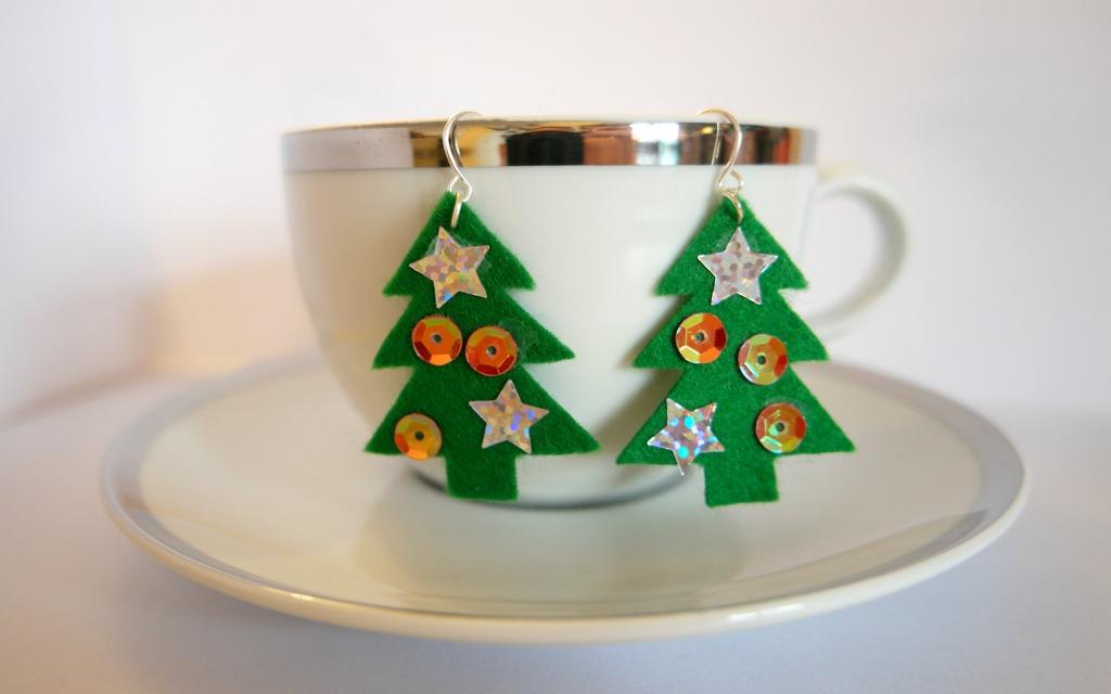 very-easy-diy-christmas-earrings