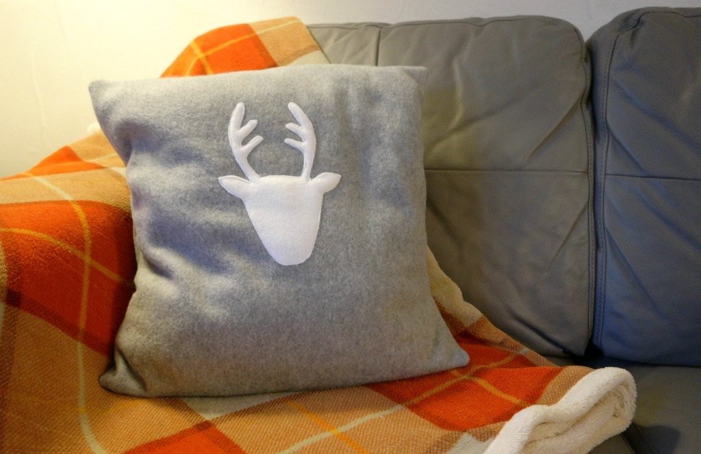 diy reindeer christmas cushion tutorial finished cushion 1