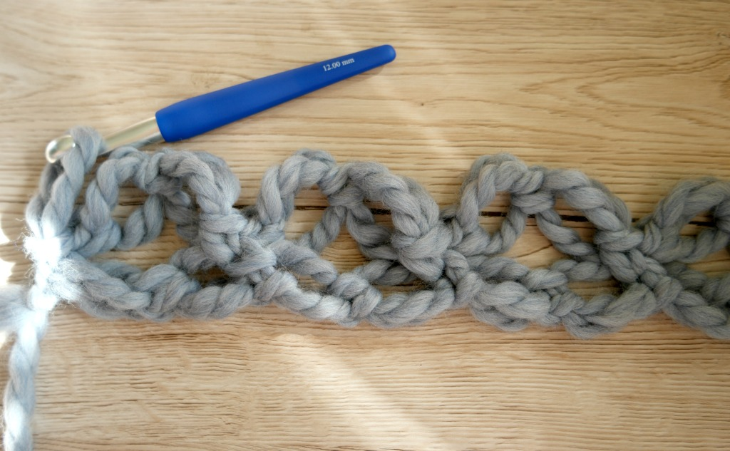 How to crochet Solomon's knots
