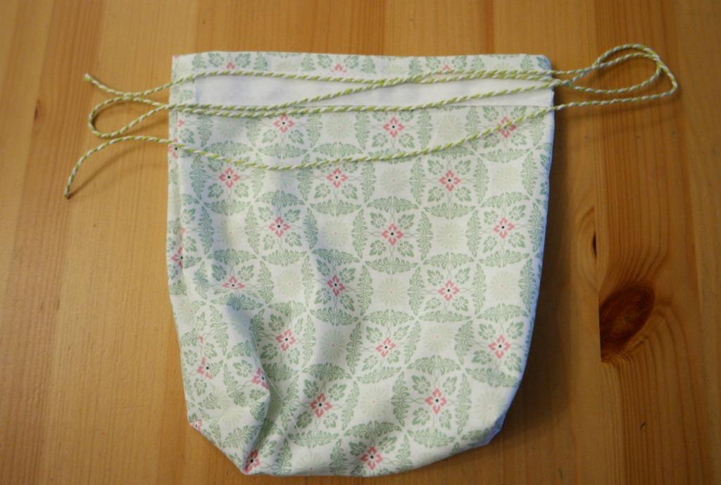 easy drawstring bag with enclosed seams