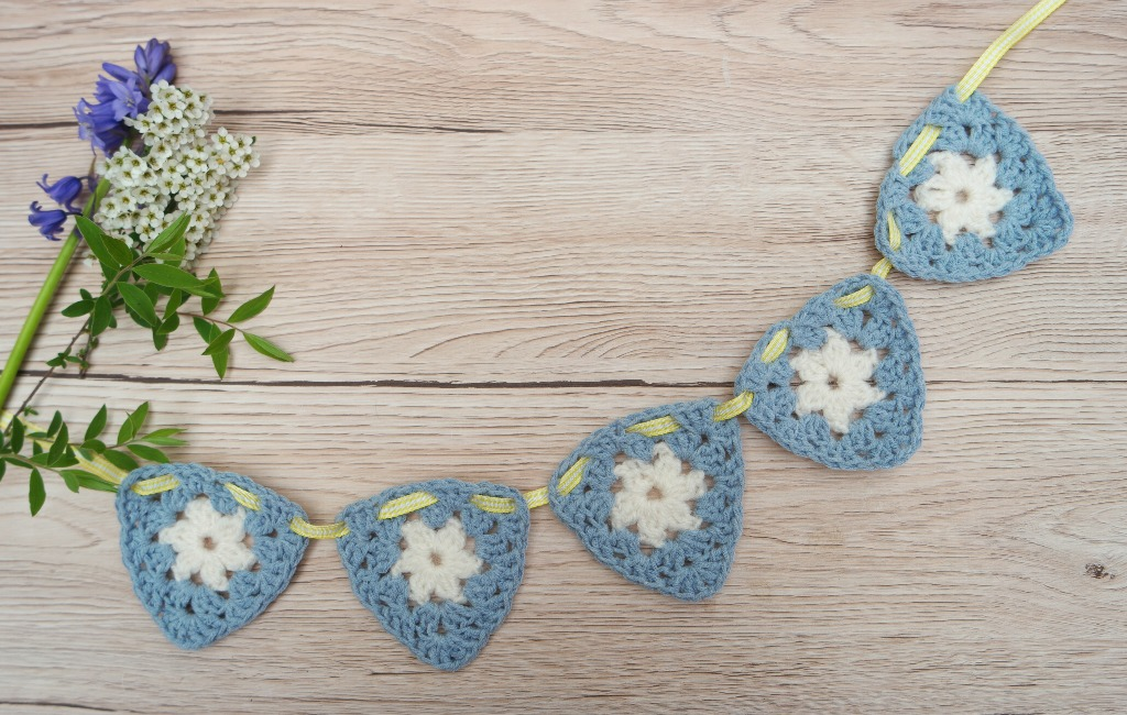 year of bunting free crocheted bunting pattern
