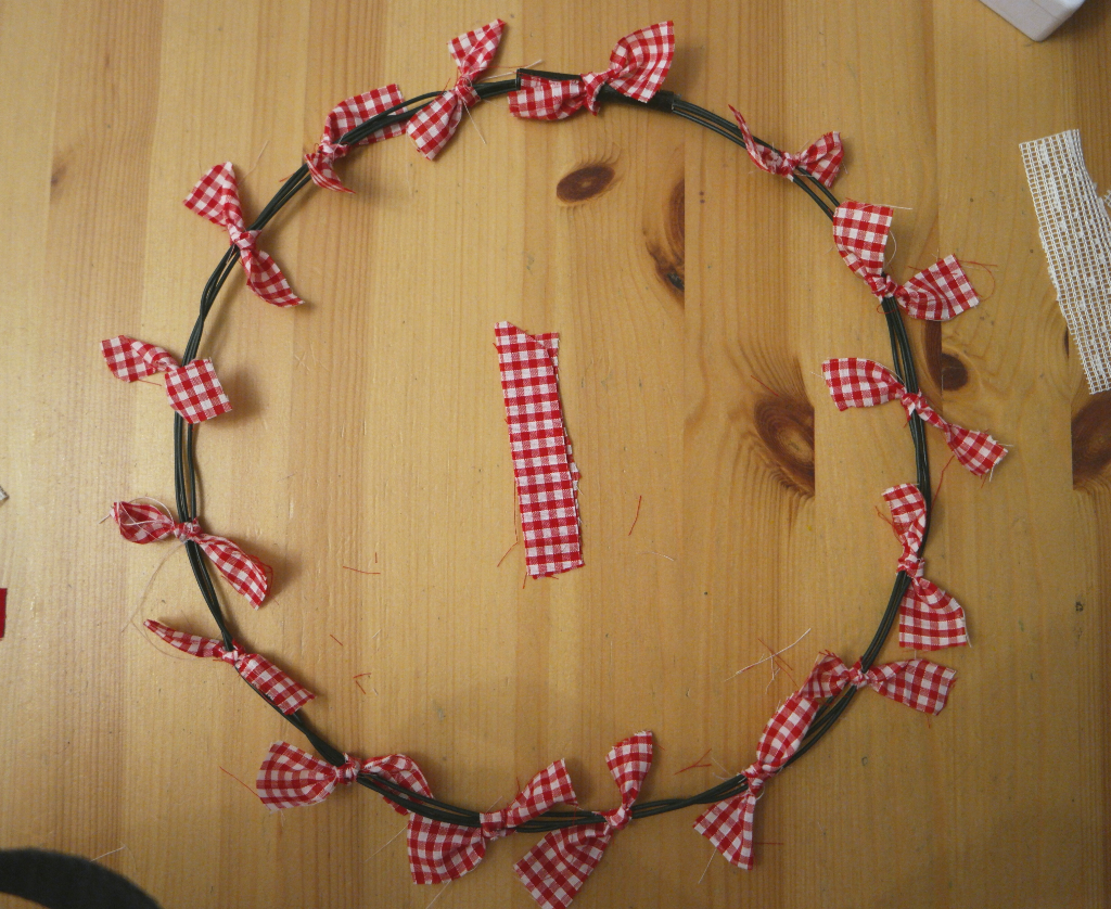how to make a tied wreath