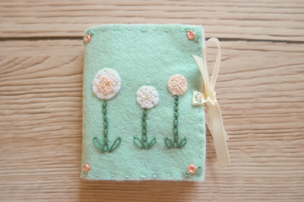 diy embroidered needle case